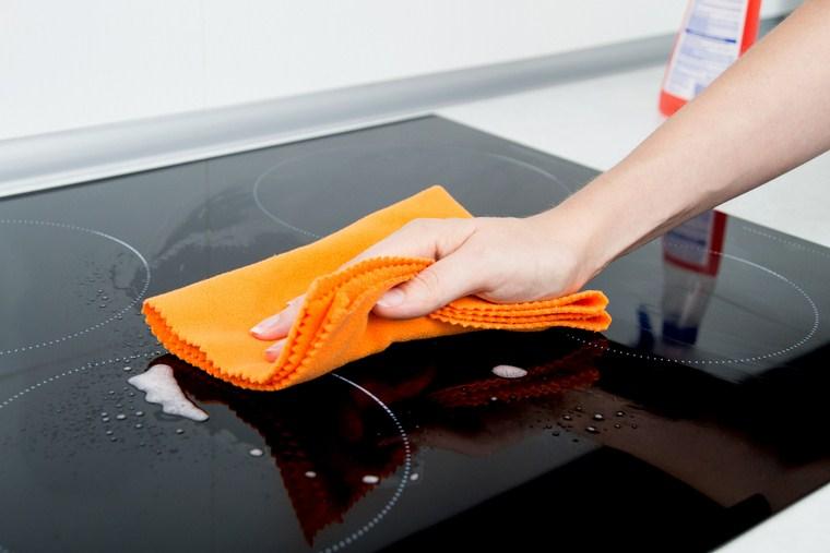 Hướng dẫn vệ sinh bếp từ đúng cách